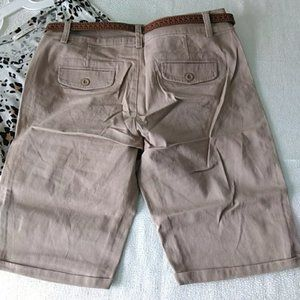 color swatch Shorts - Bermuda shorts with belt in Khaki